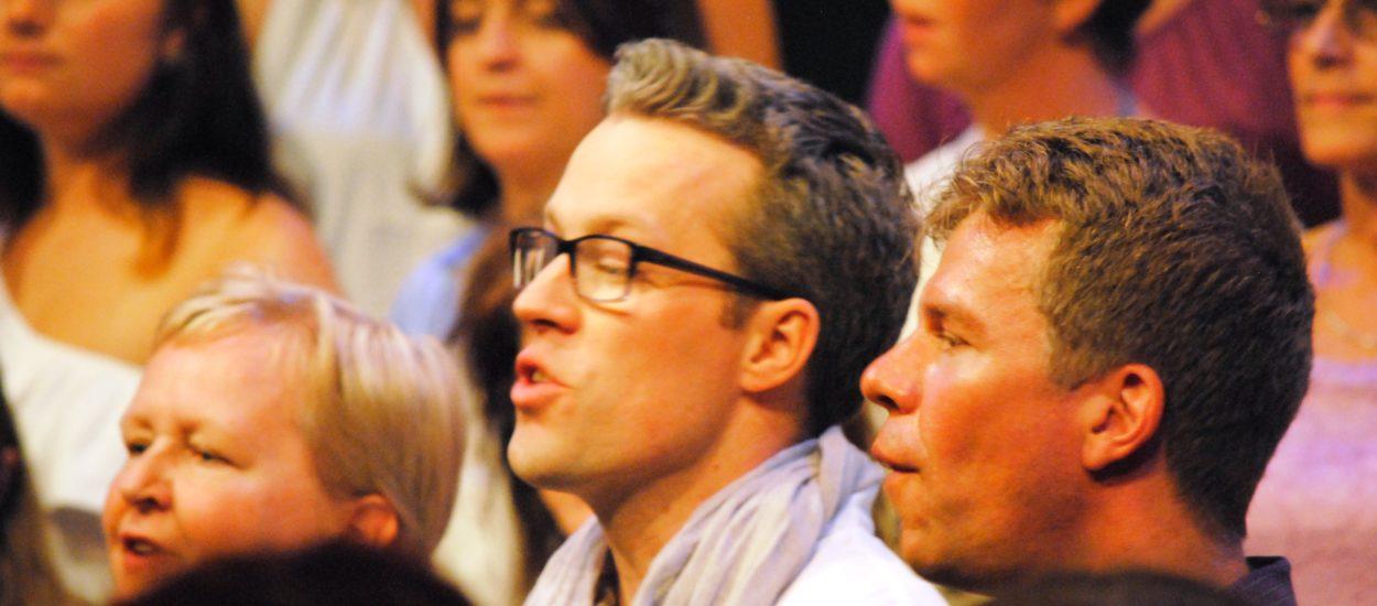Pop- och rockkören Unisoul Vocal Choir sjunger på Boulevardteatern