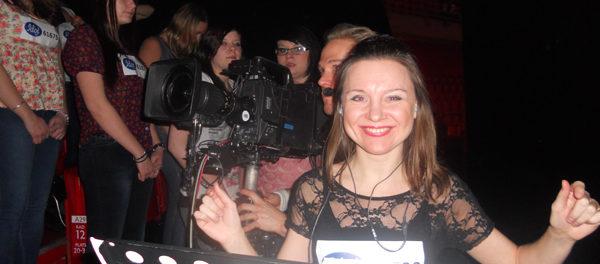 Sångpedagogen och körledaren Cecilia Nedgård dirigerar i Idolfinalen i Globen