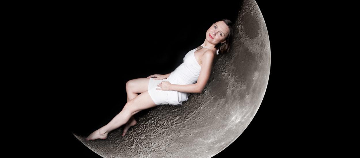Artisten Cecilia Nedgård ligger på månen