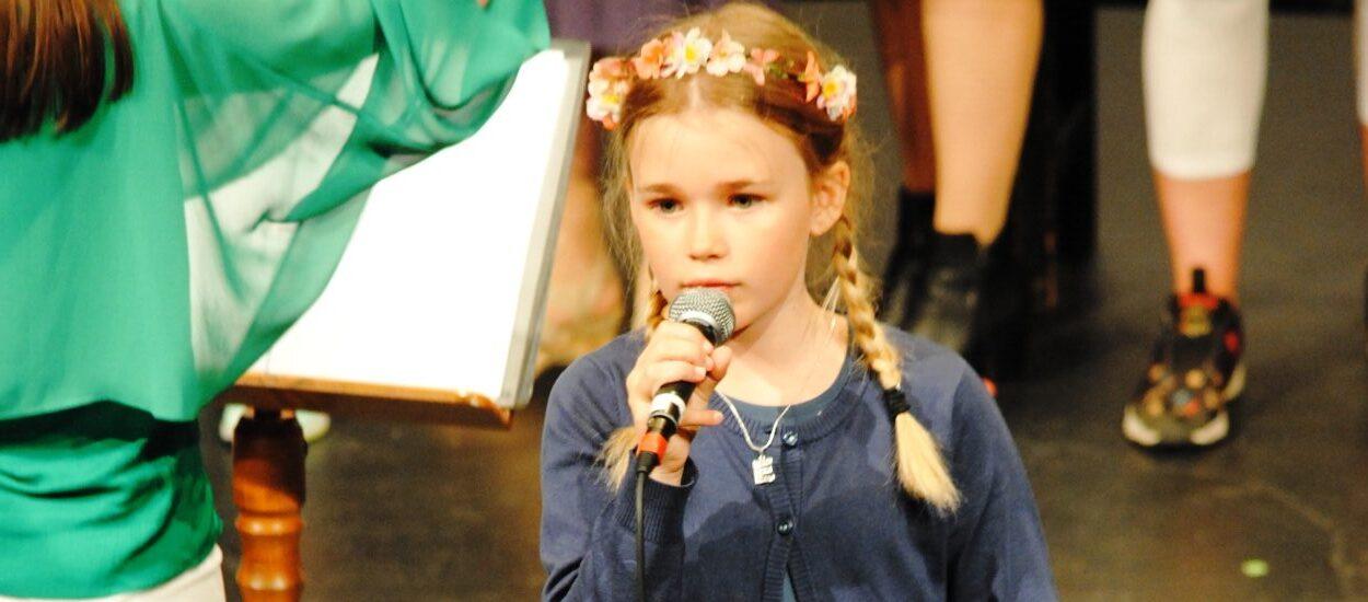 Barn sjunger Idas sommarvisa som förberedelse inför sökning till musikklass