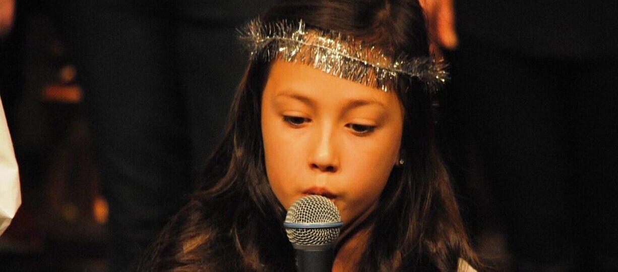 Barn sjunger Nu tändas tusen juleljus inför sökning till Sollentuna musikklasser