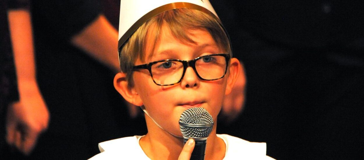 Barn sjunger Staffansvisan inför sökning till AF